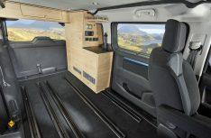 Variables Raumkonzept: Der vordere Teil der Küche kann entnommen werden, so entsteht Platz für Transport oder weitere Sitzplätze mit Zusatzsitzen. (Foto: Bravia)