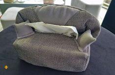 Gibt es als exklusives Überraschungsgeschenk dazu: Das G +S Kosmetik-Sofa. (Foto: G+S)
