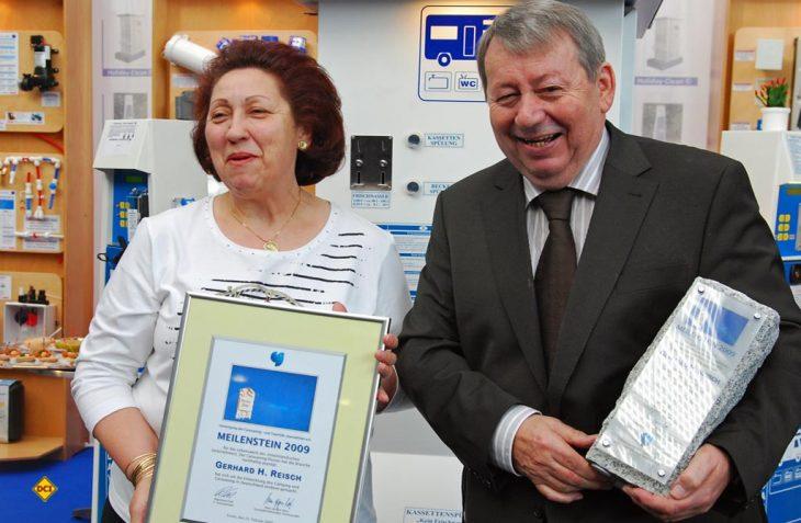 Maria und Gerhard Reisch mit dem CTJ-Meilenstein im Jahr 2009. (Foto: det / D.C.I.)