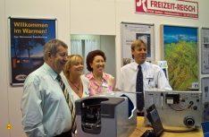 Familienunternehmen im besten Sinn: Gerhard Reisch mit Schwiegertochter, Frau Maria und Sohn Christian. (Foto: det / D.C.I.)