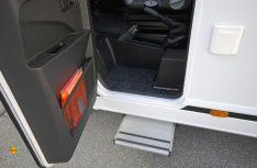 Leider Option: Die Fahrertür mit der automatischen Trittstufe. (Foto: det / D.C.I.)