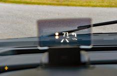 Pfiffige Option: Das Head-Up Display (Foto: det / D.C.I.)