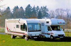 1997: Zwei auf Mercedes Sprinter: Das Alkovenmodell Mondial und der Integrierte M-Liner. (Foto: Carthago/MT-Archiv)