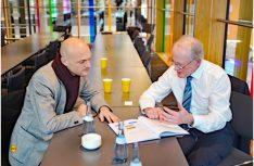 Studienleiter Prof. Dr. Josef Fischer (rechts) im Pressegespräch. (Foto: det / D.C.I.)