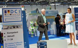 Prof. Dr. Josef Fischer live auf dem Caravan Salon in Düsseldorf. (Foto: det / D.C.I.)