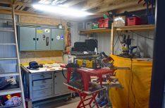 Etwas Kow-how, ein ordentlicher Arbeitsplatz und gutes Werkzeug sind die Voraussetzungen zum Sebstbau der Möbel. (Foto: Schwarz)