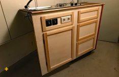 Jetzt ist der Küchenblock fertig für die Endbehandlung der Oberfläche. (Foto: Schwarz)