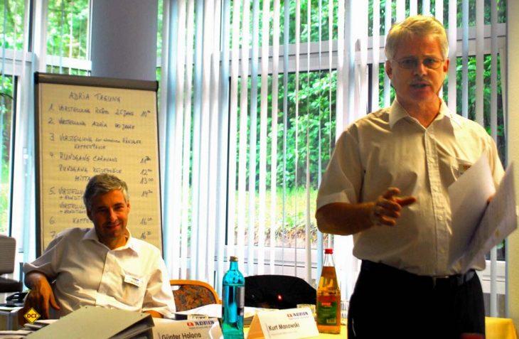 Still going strong: Das Erfolgs-Duo Holona (vorne) und Manowski bei einer Presse- Präsentation des neuen Modelljahrgangs. (Foto: det / D.C.I.)