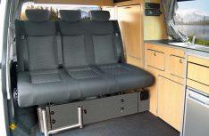 Neue EU-Vorschriften forderten für Sitzbänke mit eingetragenen Sitzplätzen geprüfte und zertifizierte Bänke. Reimo kann sie anbieten. (Foto: MT-Archiv)