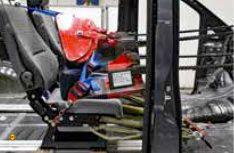 Mit aufwändigen Zugtests beim TÜV Rheinland wurde die neuen Reimo Sitzbänke geprüft und abgenommen. (Foto: Reimo)