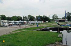 Im ostfriesischen Großefehn gibt es unweit der kleinen Marina einen neuen Stellplatz für 19 Reisemobile. (Foto: Markt Großefehn)