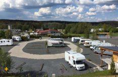 Von Reisemobilsten für Reisemobilisten: Der neue Stellplatz Frankenpark in Mitwitz ist nach Wünschen der Reisemobil-Touristen von einem Fachmann angelegt worden. (Foto: Stellplatz Auszeit)