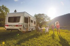 Caravaning mit der gesamten Familie und in Deutschland. Eine der besten Urlaubsformen, die es gibt. (Foto: AL-KO)