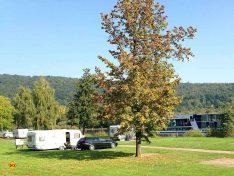 Die AZUR Freizeit GmbH betreibt insgesamt sechs Plätze in Deutschland und Italien. Hier ein Bild vom Platz in Wertheim-Bestenheit direkt an der Romantischen Straße und am Main gelegen. (Foto: AZUR Camping)
