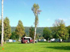 """Auf dem Campingplatz ist reichlich Platz zur Erholung. Gerade in Zeiten von """"social distancing"""". (Foto: AZUR Camping)"""