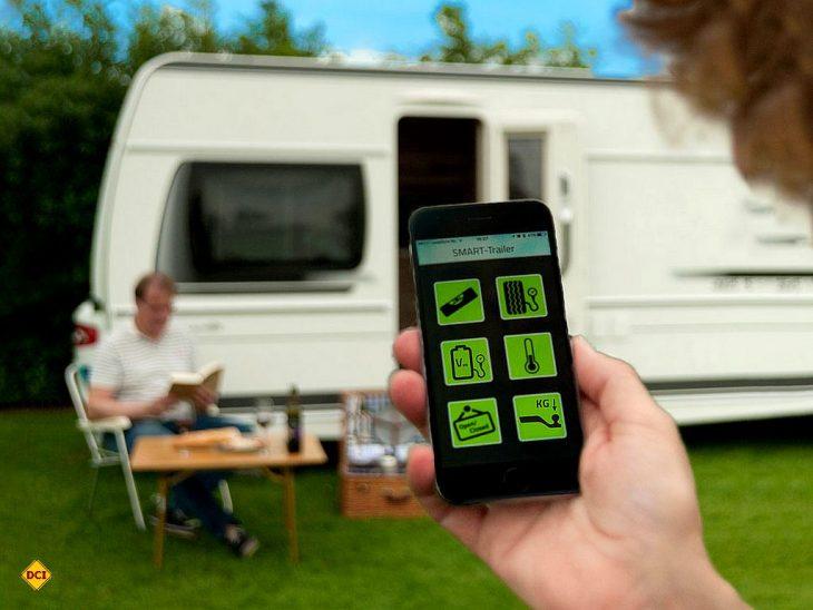 Mit der neuen E-Trailer-App kann man alle wichtigen Funktionen des Freizeitfahrzeuges mit dem Smartphone überwachen. (Foto: E-Trailer)