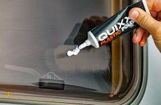 Speziell zum Entfernen von Kratzern bei Acrylglasfenstern hat Quixx eine Acryl-Politur auf den Markt gebracht. (Foto: Quixx)