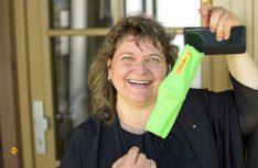 Lässt sich die Laune nicht verderben: Heidrun Müller vom Gitzenweiler Hof in Lindau. (Foto: S. Blanz}