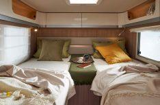 Ein durchgängiger Doppelboden schafft einen ebenen Boden von Fahrerhaus bis zum Schlafbereich. (Foto: Laika)