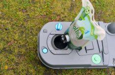 Solbio hat wichtigen Mehrfachnutzen und pflegt zusätzlich die Toiletten-Cassette und die Gummiteile. (Foto: det / D.C.I.)