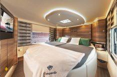 Der Schlafbereich der neuen Liner: Luxus und Komfort mit freistehendem Queensbett. (Foto: Concorde)