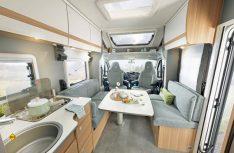 Die neue Einsteiger- Baureihe Just 90 möchte mit modernem Design und einem jungen, frischen Interieur aufwarten. (Foto: Dethleffs)