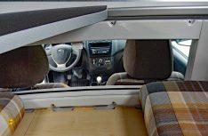Wer sein Haustier in der Kabine befördern will, dem bietet Lada eine Sprechverbindung mit Schiebefenster zwischen Kabine und Fahrerhaus an. (Foto: det/D.C.I.)