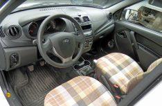 Blick in das Fahrerhaus: Der Lada Granta ist ein einfache, robuster Mittelklasse-Pkw ohne elektronischen Schnickschnack. (Foto: det/D.C.I.)