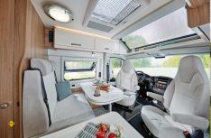 """Das neue Panoramafenster """"Hobby Top"""" bringt viel Luft und Licht in die Sitzgruppe des Hobby Vantana De Luxe. (Foto: Hobby)"""