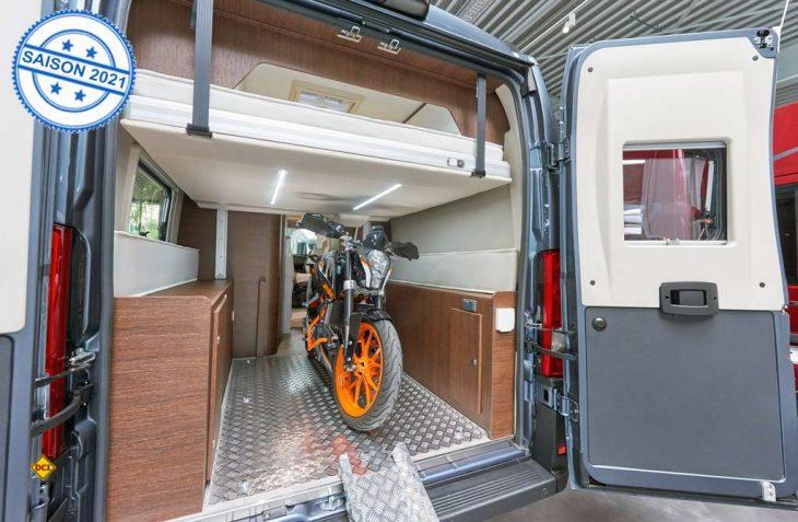Mit dem Davis 630 bringt Campingbus-Spezialist einen kompakten Van mit Motorrad-Garage und Hubbett im Heck. (Foto: Karmann)