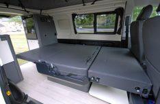 Der Kepler Five von Westfalia bietet zwei Schlafplätze aus der Sitzbank und zwei Schlafplätze im Aufstelldach an. (Foto: det / D.C.I.)