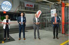 Im Rahmen einer offiziellen Einweihungsfeier wurde die Produktionsanlage in Kötz am 16. September 2020 offiziell in Betrieb genommen. (Im Bild v.l.n.r.: Sabine Ertle, 1. Bürgermeisterin Kötz; Dr. Hans Reichert, Landrat Landkreis Günzburg; Harald Hiller, President & CEO der Al-Ko Vehicle Technology Group; Alex Waser, President & CEO der Bystronic Laser AG) (Foto: Al-Ko)