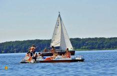 Keine dreckigen Motoren auf dem See erlaubt: Ruhiger und sauberer Wassersport mit Wind und Wellen. (Foto: IMG)