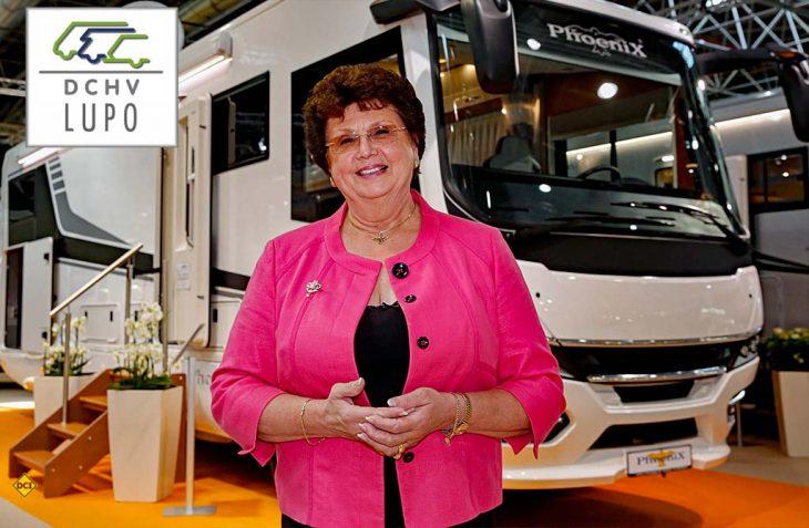 Barbara Schell, die gute Seele der Caravaning-Branche - Viel Freundlichkeit und Wärme bringen der Phoenix-Chefin den Partnerschaftspreis LUPO 2020 des Händlerverbandes DCHV. (Foto: Caravan Salon / Tillmann)