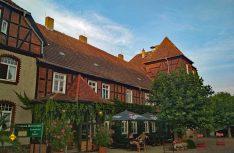 Als Basis für die Erkundung des Elb-Havel-Winkels bietet sich das sehenswerte Gutshaus Bütternshof mit Reisemobil-Stellplatz in Iden an. (Foto: hcb / D.C.I.)