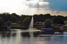 Am Wasser und im Wasser: Havelberg ist die Zweiflüssestadt an Havel und Elbe. Hier der Blick auf die Spülinsel mit dem Campingplatz. (Foto: det / D.C.I.)
