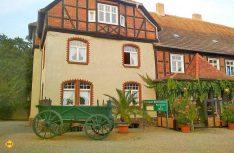 Der 250 Jahre alte, unter Denkmalschutz stehende Adelssitz der Familie von Katte von Lucke wurde von Bernd Prüfert stilgerecht wieder aufgebaut und wird als Restaurant, Hotel, Reisemobil-Stellplatz und Reitstall genutzt. (Foto: tom/D.C.I.)