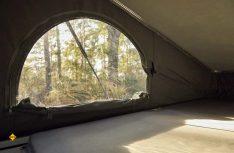 Das manuelle Aufstelldach des Metris Getaway hat drei große Fenster, die komplett geöffnet werden können. (Foto: Mercedes-Benz)