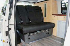 Der Metris-Camper von Peace Vans hat eine Vario-3er-Bank und eine komplette Möbelzeile von Reimo. (Foto: Peace Vans.)