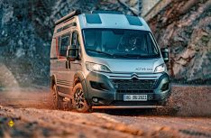 Der 4x4-Campeo-Van basiert auf dem Citroen Jumper und wird vom französischen Allrad-Spezialisten Dangel auf Allrad umgebaut. (Foto: Bürstner)