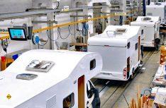 Coronabedingt ist die Produktion der Caravaning-Industrie leicht rückläufig, was bei vollen Auftragsbüchern zu Lieferverzögerungen führt. (Foto: CIVD)