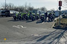 Freundliche Unterstützung: Die Polizei gab Schutz mit der Krad-Staffel und einem Streifenwagen. (Foto: Campen mit Abstand)