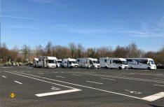 Bunt gemischt und gemeinsam: Die Reisemobil-Fraktion. (Foto: Campen mit Abstand)