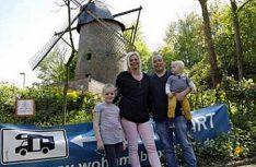 Die Familie Lotz betreibt den Wohnmobilpark an der Windmühle im Ökodorf Rheurdt seit 2014. (Foto: Womopark Rheurdt)