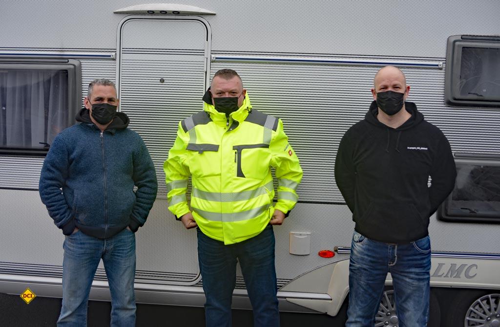 """Die Gründer der Facebook-Gruppe """" Camper mit Abstand"""" und Organisatoren des Caravaning-Korsos: von links: Sascha Bündgen, Jan Kirschner und Daniel Gansen. (Foto: det/ D.C.I.)"""