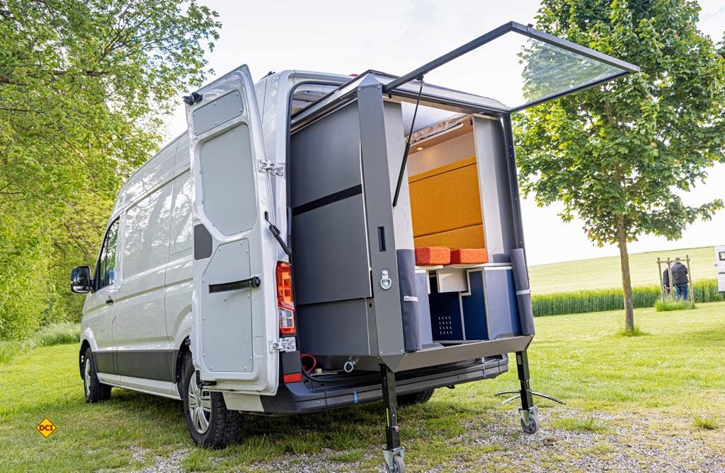 Aus dem Transporter wird ein Freizeitvan: Mit der Plugvan Wohnbox. (Foto: VWN)
