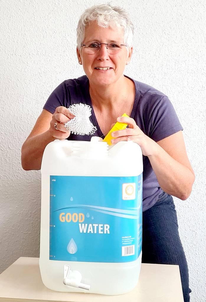 Birgit Dürsch ist Geschäftsführerin bei der silvertex aqua GmbH. Das Unternehmen bietet Produkte rund um die Wasserhygiene an. (Foto: silvertex)